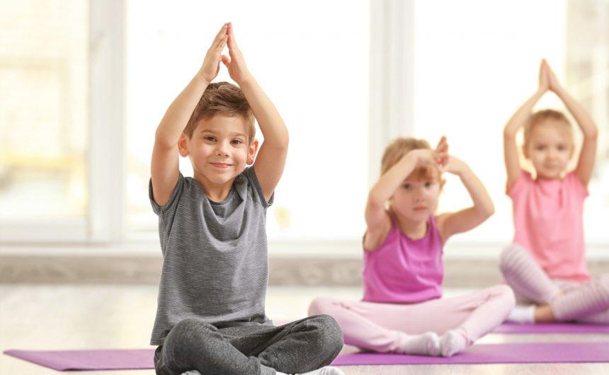 Yoga per bambini: cos'è e i benefici a livello fisico, emotivo e relazionale.